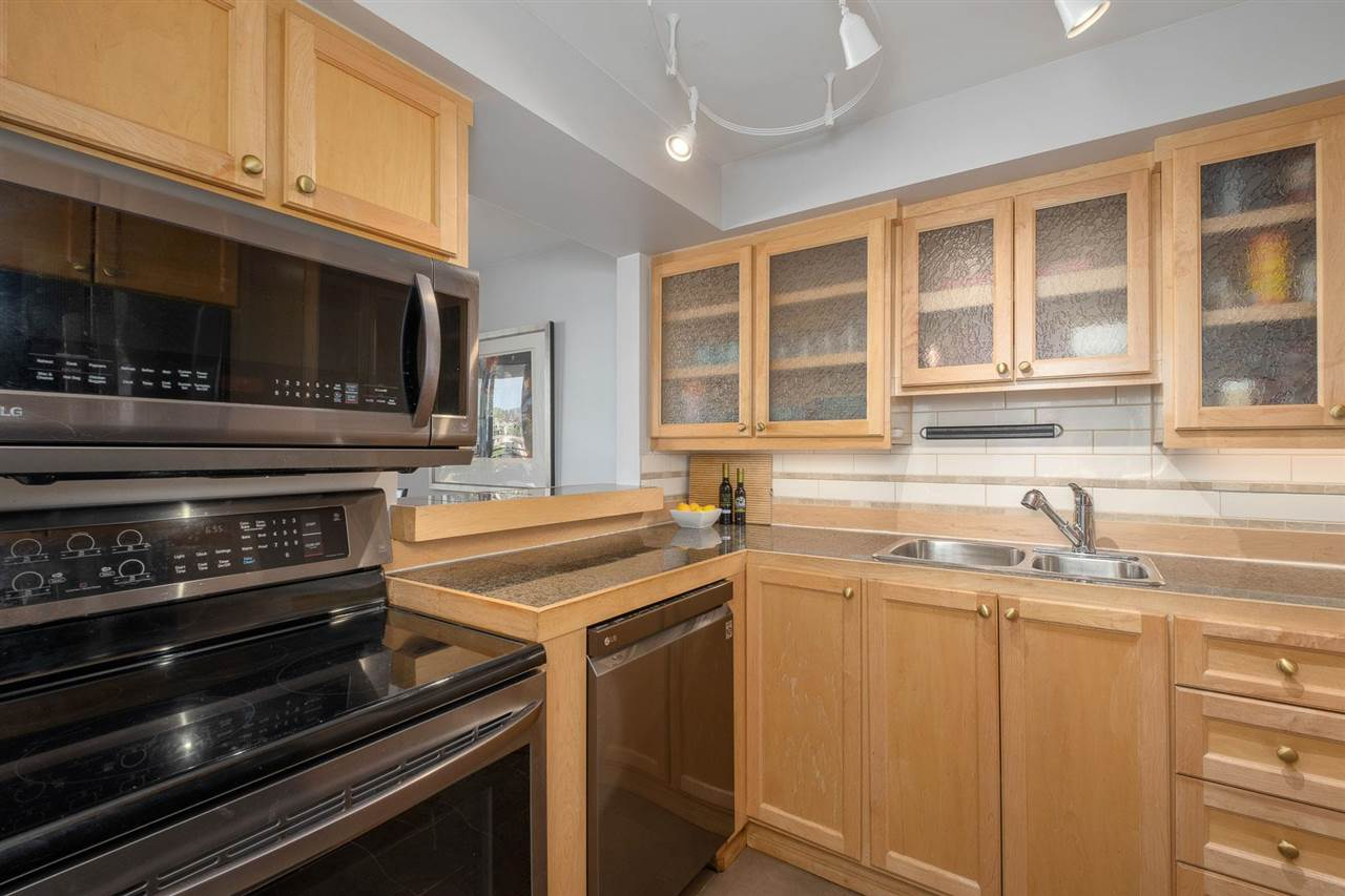 Listing image of 1001 444 LONSDALE AVENUE