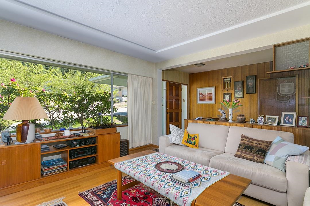 Listing image of 869 CLEMENTS AVENUE