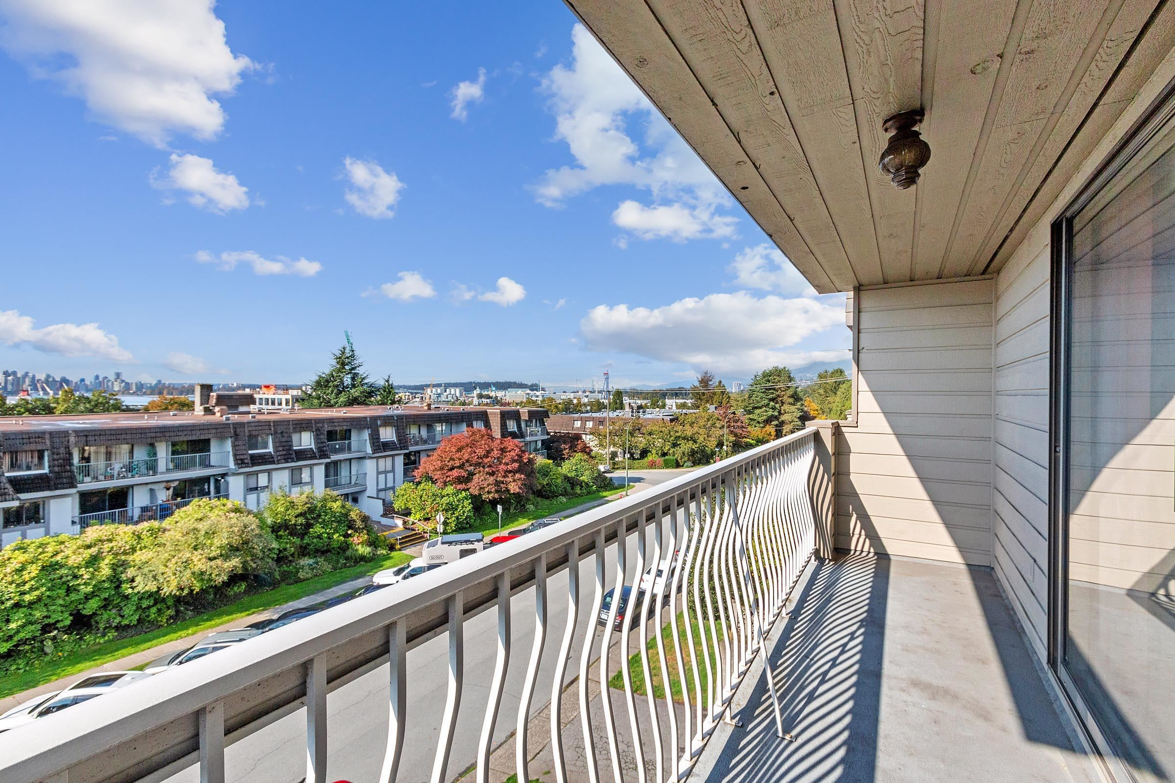 Listing image of 301 264 W 2ND STREET